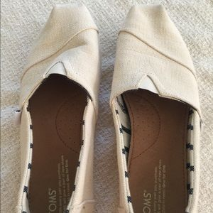 EUC White Toms Slipons Sz 9